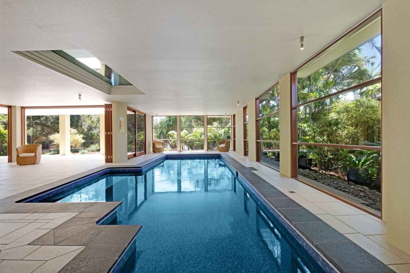 Indoor solar heated 11 metre swimming pool and entertaining area