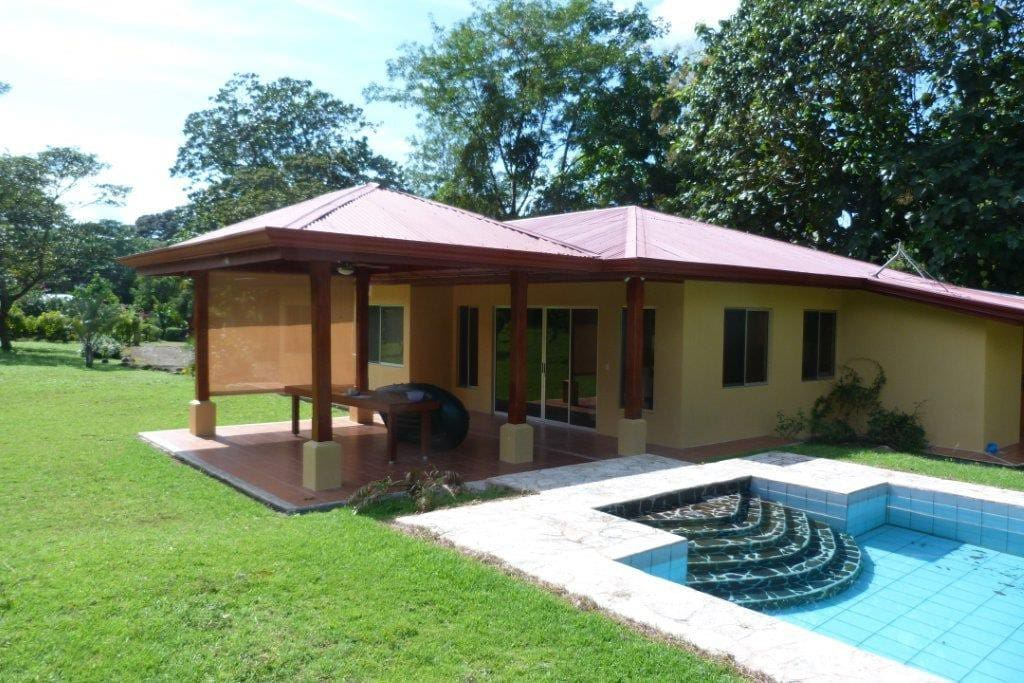 Beautiful spacious house houses for rent in ojochal for Costa rica rental houses