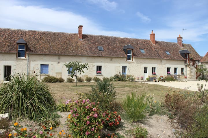 Chambre Familliale privative  et coin cuisine - Sainte-Maure-de-Touraine - Casa