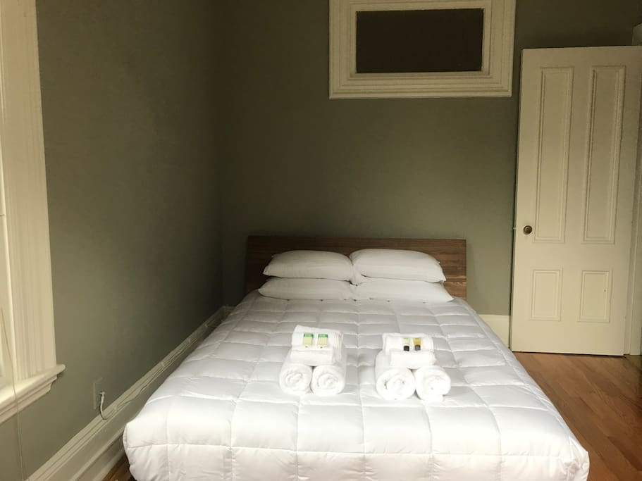 Bedroom with clean immaculate linens, soaps, shampoo/conditioner, and lotion