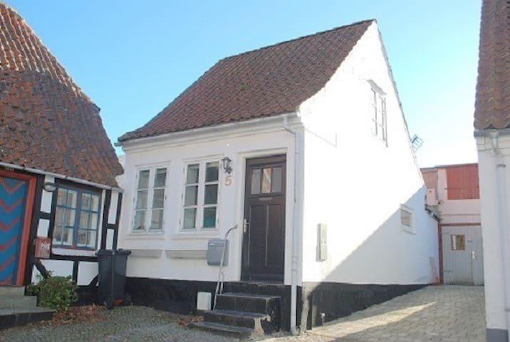 Romantisk Byhus i hjertet af Sønderborg   4 pers. - Sønderborg