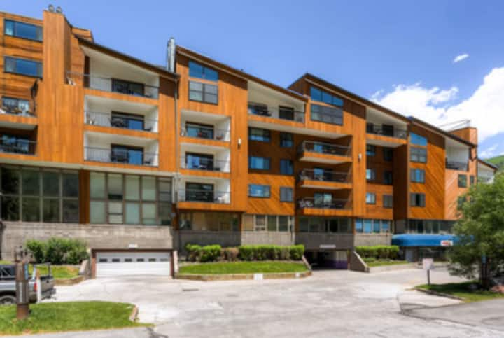 Affordable Condo near the Heart of Vail Valley