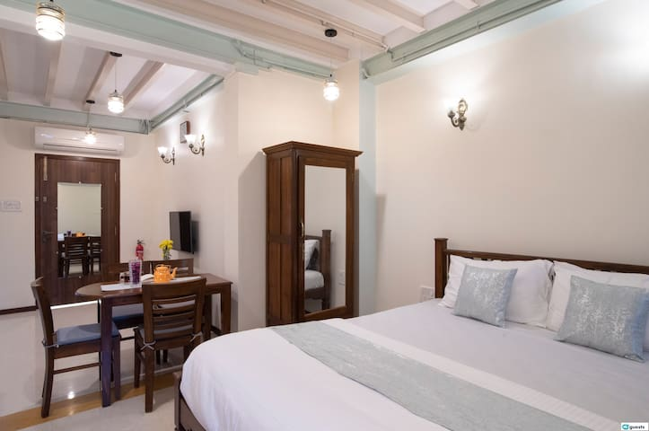 Luxurious Studio in the Heart of Colaba!