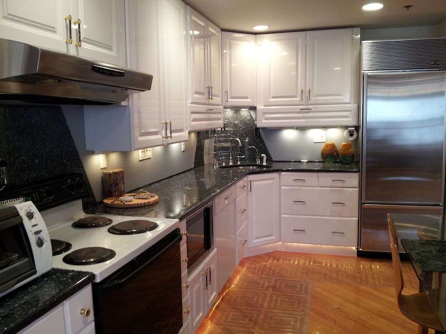 Fully equipped Kitchen with High End Appliances.