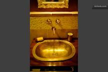 particular toilette golden room