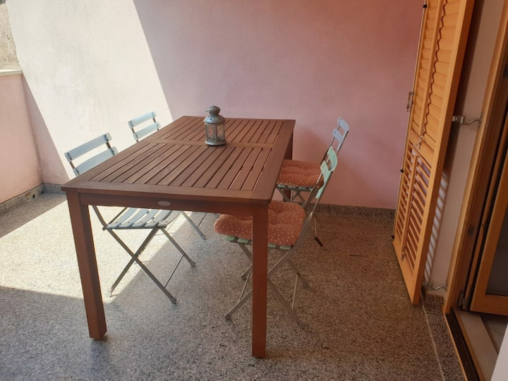 Apartment for 2(+2) with swimming pool and garden