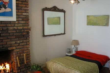 Priv Apt,Garden,BBQ,A/C,BigTV,for 4 - New York - Apartment