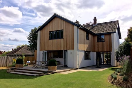 AYLSHAM LUXURY HOUSE - Hus