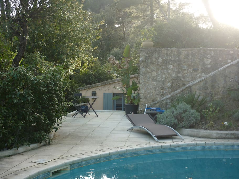 la chambre donnant sur la piscine