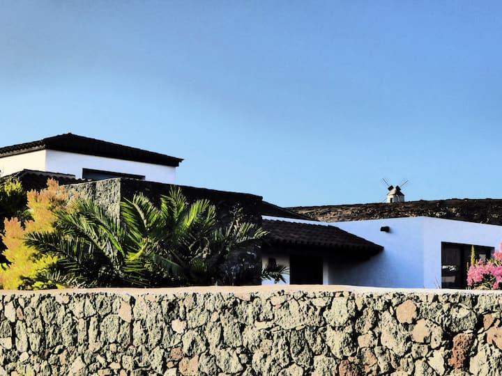 Stylish  5 bed villa with heated pool, swim jets,