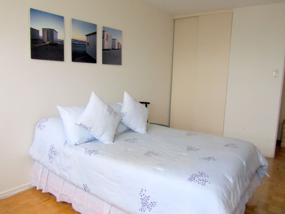 Comfy double bed in a bright and spacious room!!!