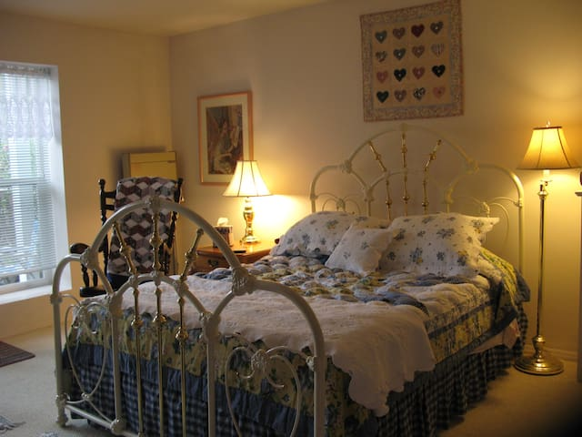 Charming Studio Apt. by Ft. Worden - Port Townsend - Apartamento