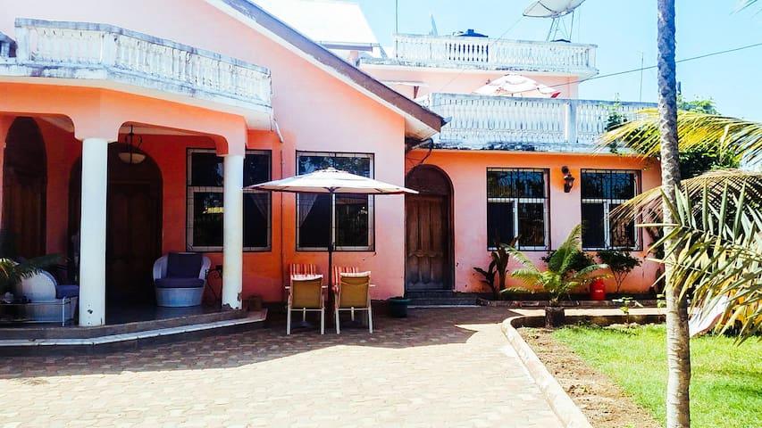 Cozy B&B, 10 mins from stonetown. - Zanzibar - Bed & Breakfast