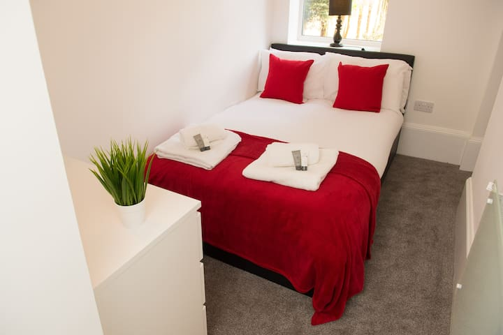 Moseley Mews Village Suites - Red + Garden!!!