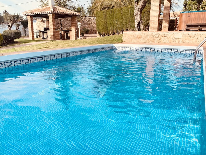 Two-bedroom private house, shared pool & garden