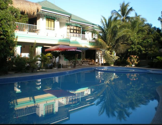Spacious room. Beautiful view. Pool - Dumaguete City - Casa