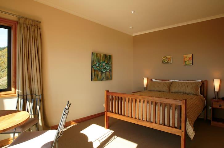 Parautane Lodge - Pukeko Suite - Todds Valley