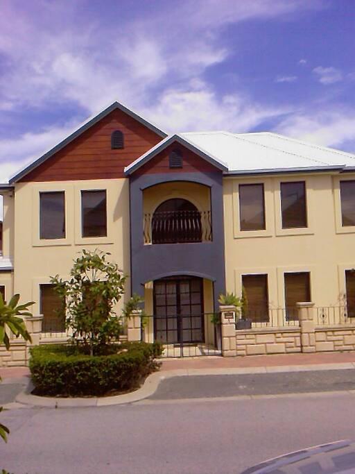 Large luxury Subi Centro residence