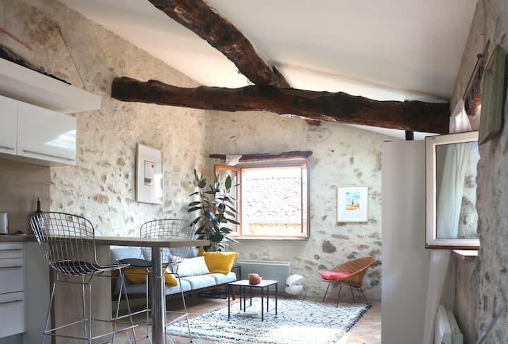 Charming Corner Studio in Historic Village