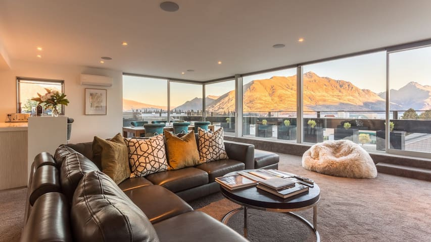 5 Star Holiday Home with Majestic Views, Queenstown Villa 1008