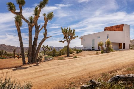 Spirit Wind - Architectural Oasis in Joshua Tree