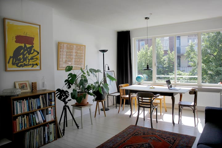 Bright, spacious apartment in the east of the city