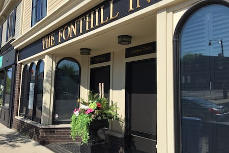 THE FONTHILL INN, Old Orchard Suite