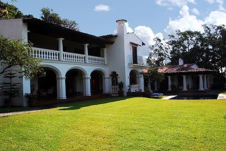 Casa Bardot Bungalow Great views  Beautiful pool. - Cuernavaca