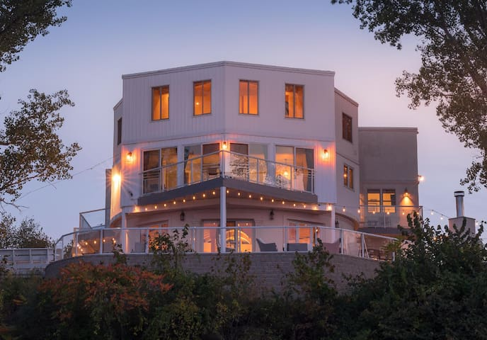 Beachfront entertaining, unsurpassed views, luxury amenities! Retreats, Reunions