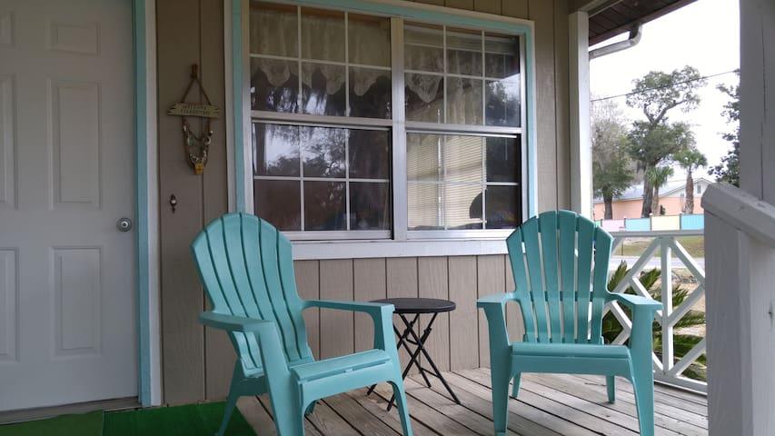 Steinhatchee Fun!! Roomy 2 bdrm/1 ba, Front Porch!