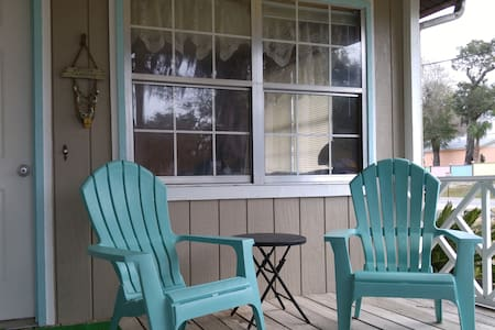 Steinhatchee Fun!! Roomy 2 bdrm/1 ba, Front Porch!