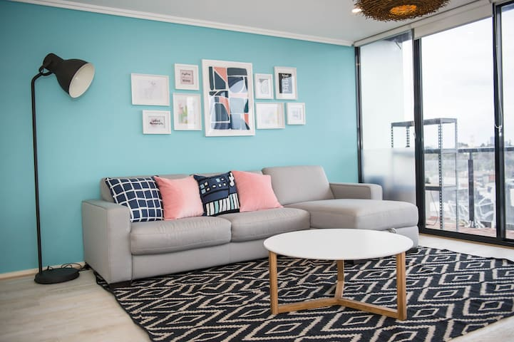 2 Bedroom Southbank Apt + Free Parking