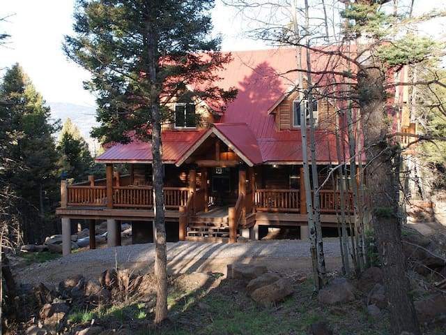 High Mountain Vacation Home NM - Angel Fire - Sommerhus/hytte