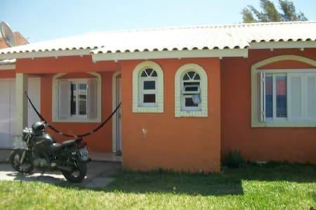 Suite para casal ou 3 pessoas em minha residencia - Imbé - Hostel