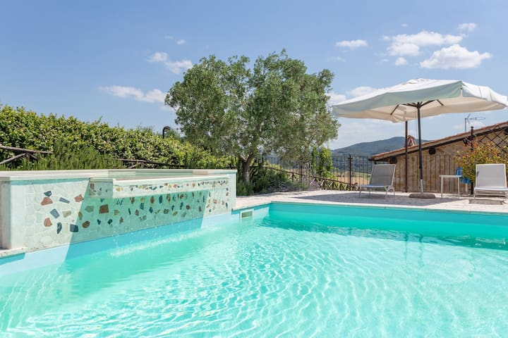 Nice apartment in villa for 6 guests with WIFI, pool, hot tub, A/C, TV, panoramic view and parking