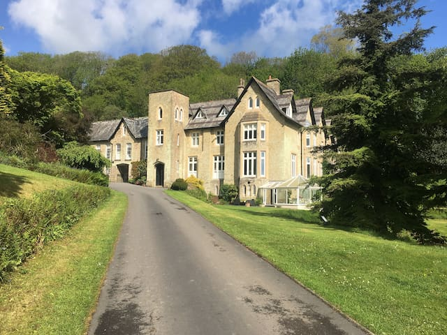 Luxury Coach House nr Dartmouth with Swimming Pool
