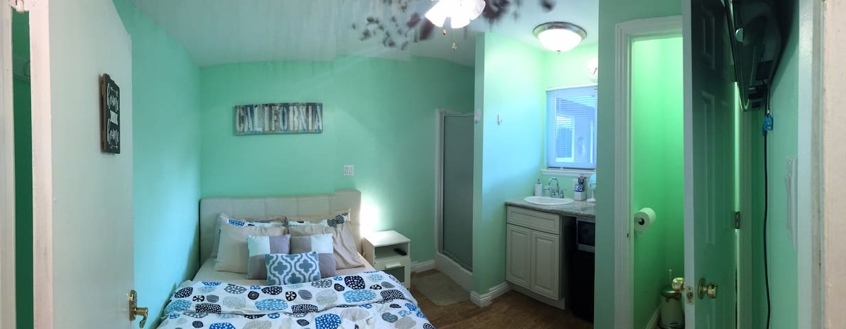 Small Private Entrance Bed + Bath - Fountain Valley - Dům