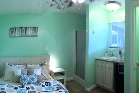 Small Private Entrance Bed + Bath - Fountain Valley - Ház