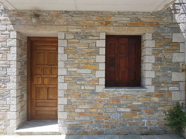 Stunning stone house centrally located in Lafkos