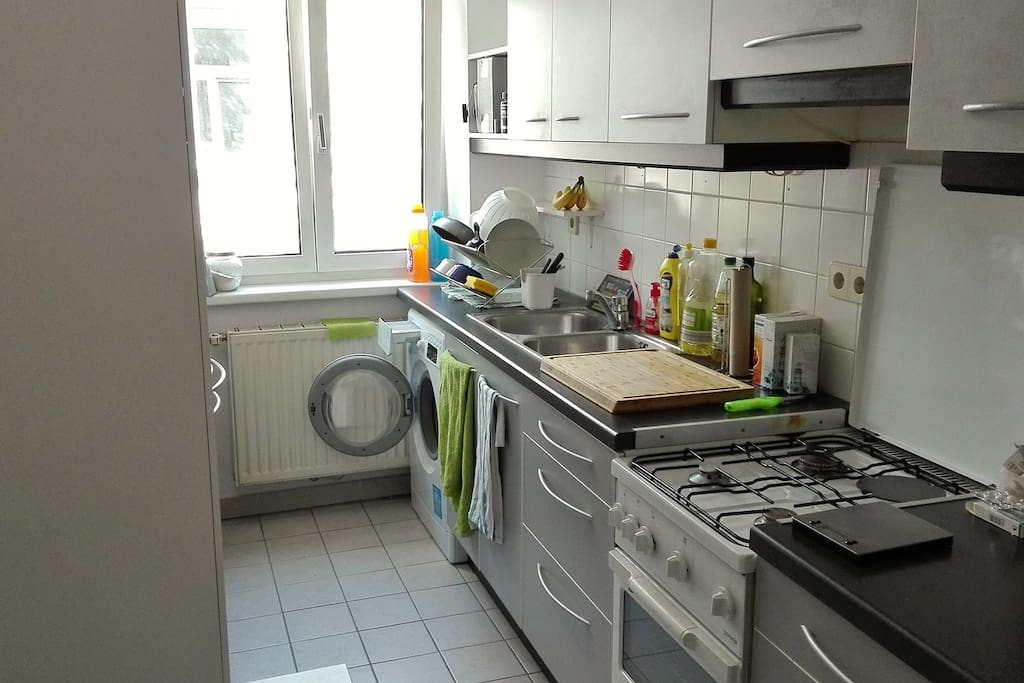Kitchen & washing machine (we also have a big fridge that's not on the picture)
