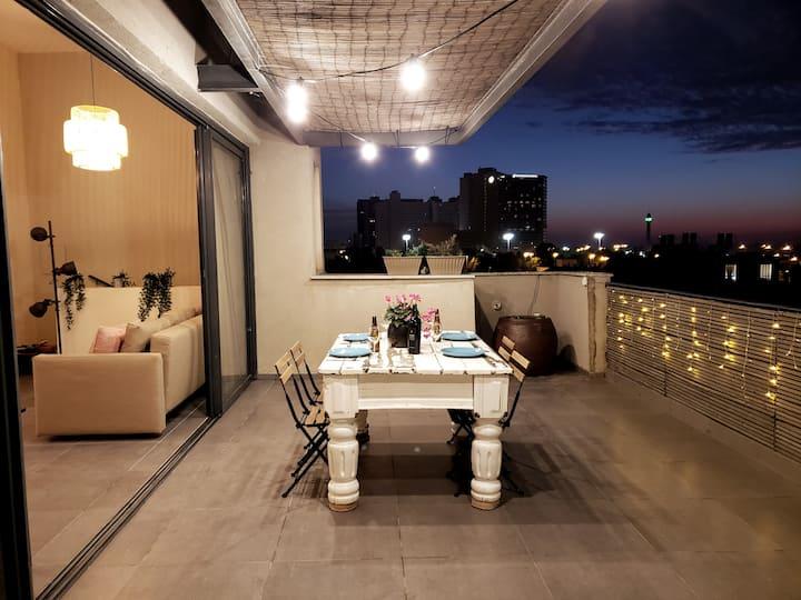 ♕ Luxury Penthouse + Huge Balcony\ 5 Min To Beach♕