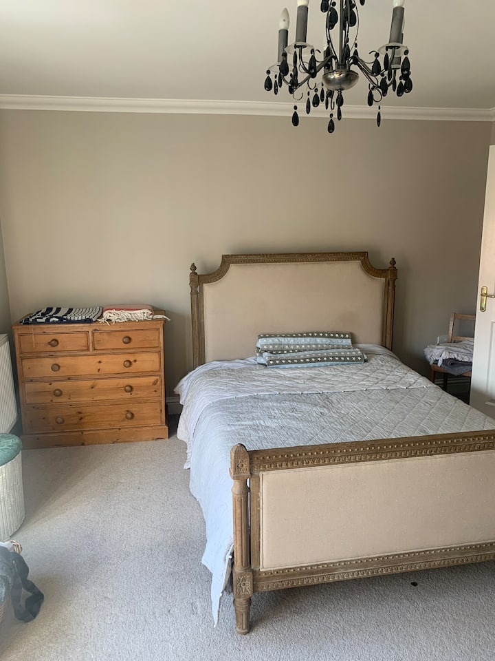 En suite room in the city Centre with parking
