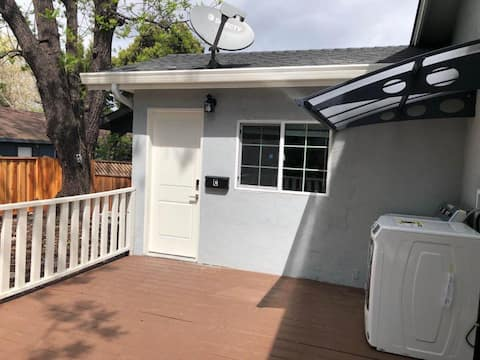 Newly renovated private 1BR/1BA/entrance unit 'C'