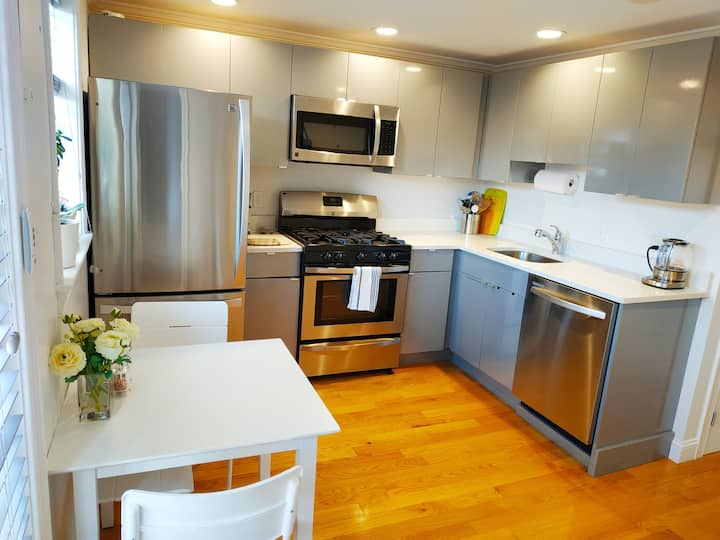 Sunny and Modern 2 BEDs Condo Minutes From The T