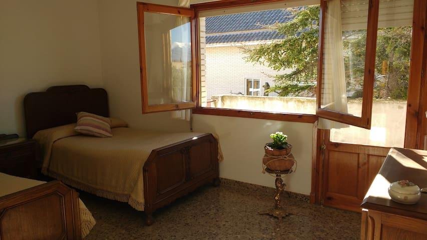 Habitación 2 camas-Alojamiento Rural & Terapeútico