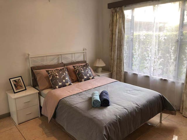 Private room + Breakfast near Chermside Westfield