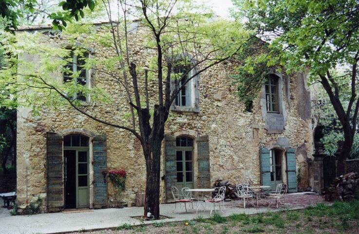 Manor House in tiny hamlet near Clermont-l'Hérault - Brignac - Casa