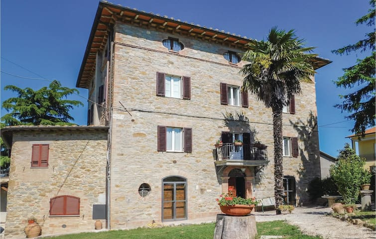 Semi-Detached with 5 bedrooms on 230 m² in Pilonico Materno -PG-