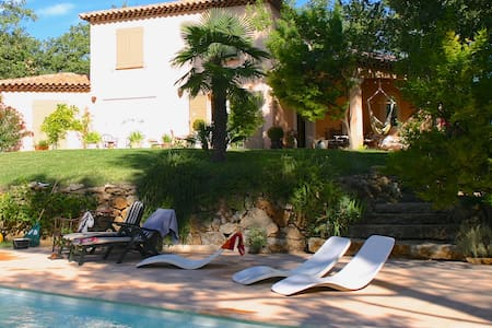 Charming property with pool    - Néoules