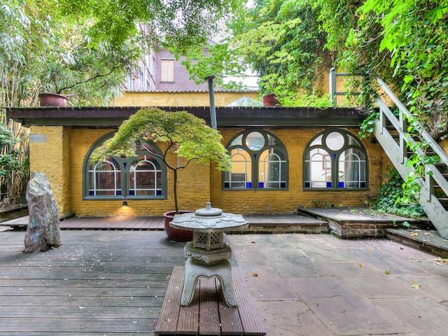 Charming garden studio in the historic center